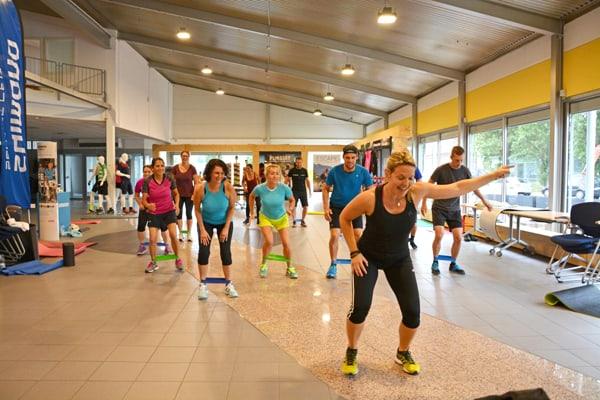 Betriebssport bei Firma Paul Lange & Co. OHG in Stuttgart mit Melanie Heilemann